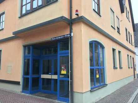++ PROVISIONSFREI ++ Einzelhandels-/Büro-/Praxisfläche in Veitshöchheim zur Miete/zum Kauf