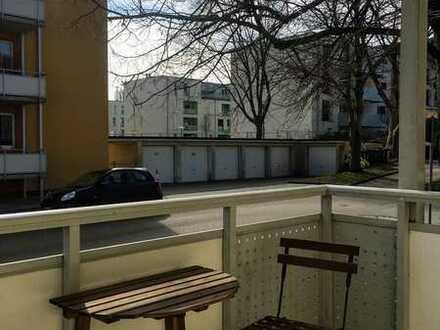2-Zi.-Wohnung, grosse Wohnküche mit Balkon, auch für WG