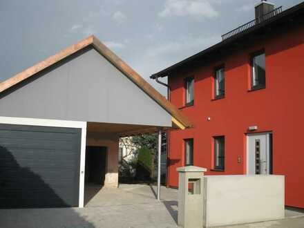 Helle freundliche Doppelhaushälfte mitten in Gilching mit Garage und Carport