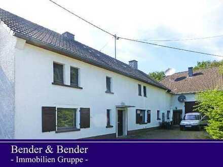 Zweifamilienhaus auf großem Grundstück in idyllischer Ortsrandlage!