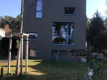 Großes Architektenhaus in ruhiger Seitenstraße in Berlin Rahnsdorf zu vermieten