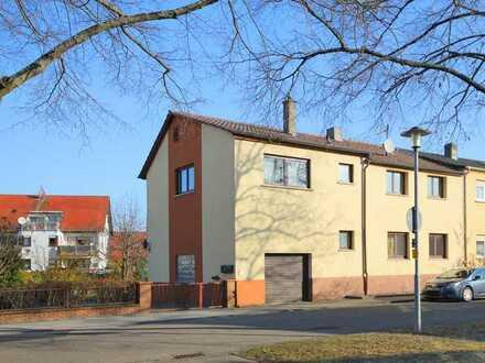 Haus für WG oder Mitarbeiter / zwei Wohnungen, Küchen, Bäder, S-Bahn Anschluss