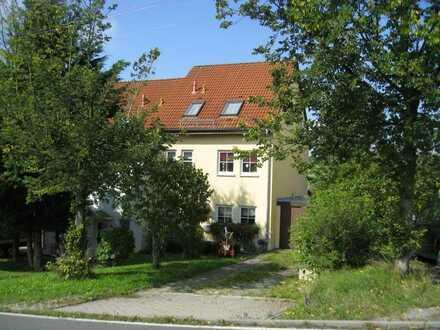 Zwei Doppelhaushälften westl. von Hohenstein-Er.
