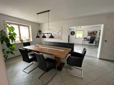 Exklusive, modernisierte 4-Zimmer-Wohnung mit Balkon und EBK in Aschheim von Privat