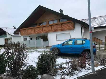 Gepflegte 3-Zimmer-Dachgeschosswohnung mit Balkon und EBK in Ratshausen