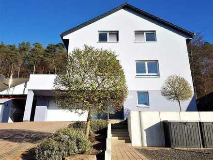 Wie NEU! Sonniges Einfamilienhaus mit exklusivem Grundstück in Otterbach.
