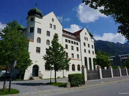 Denkmalgeschütztes Domizil im Priental unterhalb des Schlosses Hohenaschau, Bereits leer zum Einzug