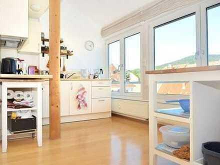 Schrägen, die die Welt bedeuten: sehr schöne + individuelle Maisonette-Wohnung für Single oder Paar