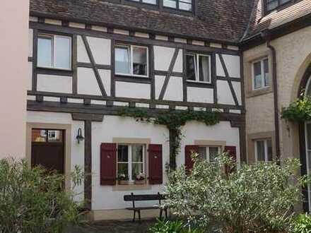 Historische Reihenmittelhaus mit Terrasse, Garten und 2 Tiefgaragenplätze als Kapitalanlage (07)