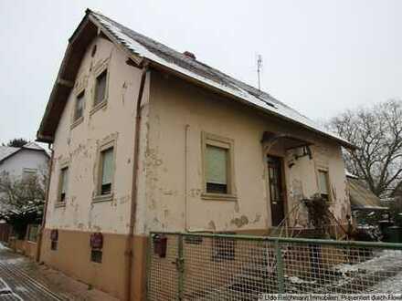 Provisionsfrei! Älteres, renovierungsbedürftiges Einfamilienhaus mit Schopfanbau