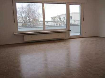 Freundliche, helle 2,5 Zimmer Wohnung, Balkon, Stellplatz und Keller