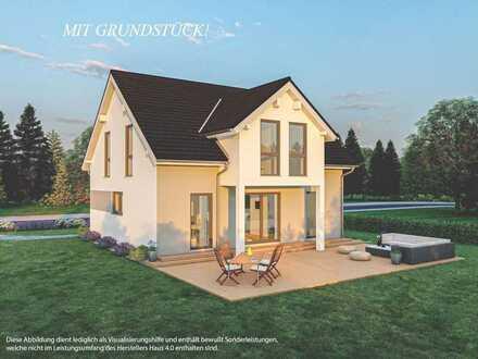 Unverbaubare Panorama-Blicklage in ruhiger Höhenlage: Modernes Satteldachhaus mit Grundstück!
