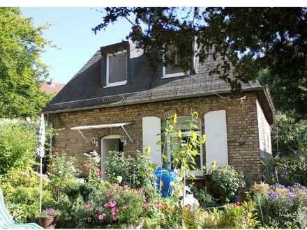 Ein Idyll ! Kleines freistehendes Häuschen mit Garten/Terrasse