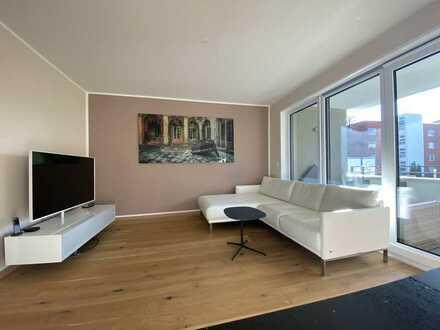 Von Privat: Neuwertige 3-Zimmer-Wohnung mit Balkon und Einbauküche in Bogenhausen, München