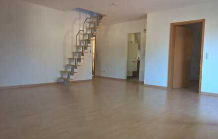 Gepflegte DG-Wohnung mit zwei Zimmern und Balkon in Kümmersbruck
