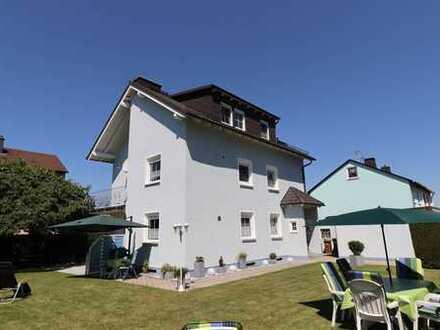 Topgepflegtes Zweifamilienhaus in ruhiger Wohnlage