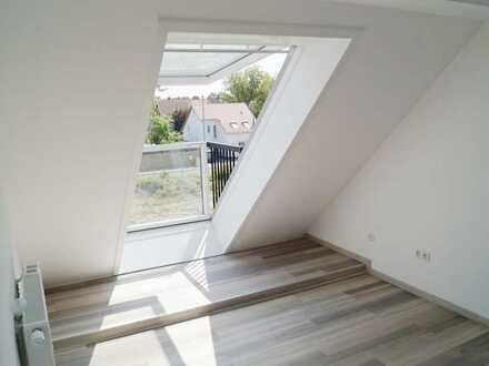 Neuwertige und helle 4-Zimmer-Maisonette-Wohnung mit Balkon und TG-Stellplatz in KA-Neureut