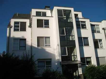 Sonnendurchflutete 2 Zimmer Wohnung mit großer Dachterrasse und Tiefgaragenplatz