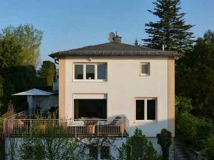 Von Privat! Stilvolles Einzelhaus mit viel Charme und Platz in ruhiger Anliegerstraße von Bad Soden
