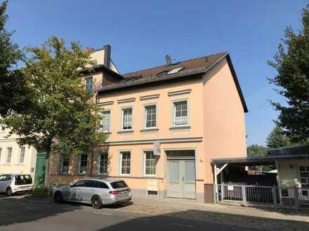 Bild_Hochwertige 3,5 Zimmer Wohnung mit Kamin und Garten