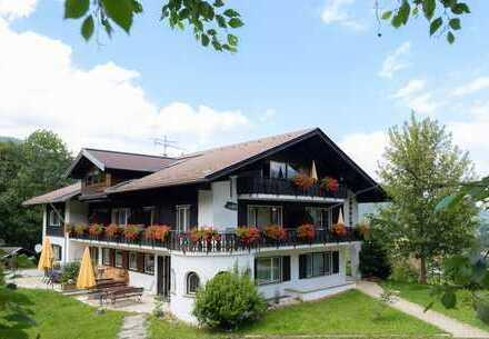 Sehr gepflegtes Haus mit 10 Ferienwohnungen in Oberstdorf / Ortsteil Kornau