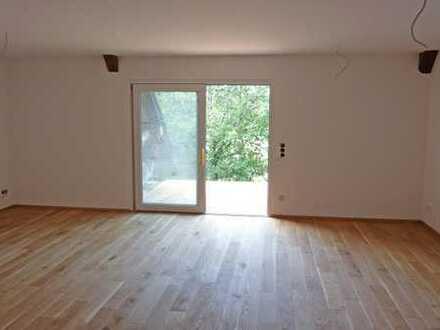 NEUER LANDGENUSS! Frisch ausgebaute 2-Zimmerwohnung mit über 15 m² Balkon
