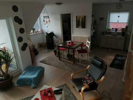 Neuwertige Maisonette-Wohnung mit zweieinhalb Zimmern sowie Balkon und EBK in Rottendorf