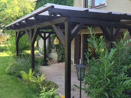 Ideal für die kleine Familie! Barrierefreie Wohnung mit schmuckem Grundstück und eigener Garage!