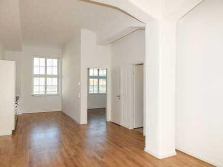 Ab Mitte Oktober: Balkon   Zentrum   Parkett   2 Bäder   Einbauküche   3 Zimmer   LKG