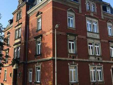 Schöne & große 4-Raum-Wohnung: Wohnen im ehemaligen Rathaus von Planitz