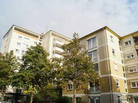 Sehr gepflegte 4 ZKB Balkon Wohnung