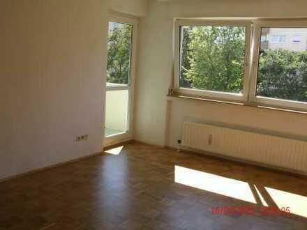 Stilvolle 3-Zimmer-Wohnung mit Balkon und Einbauküche in München Aubing