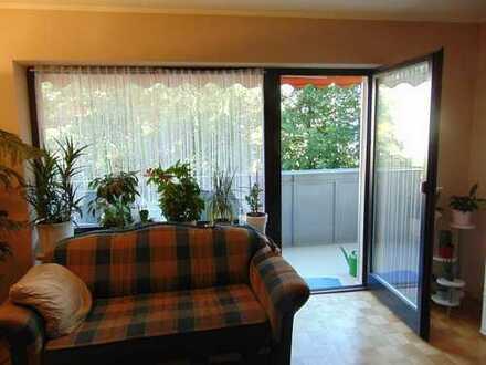 U1/U7-Zentrale, gepflegte 3,5-Zimmer-Wohnung mit schönem Balkon und EBK in Moosach, München