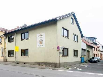 Immobilie mit Potenzial! Ein-bis Zweifamilienhaus mit Nebengebäuden und großem Keller in Ockenheim