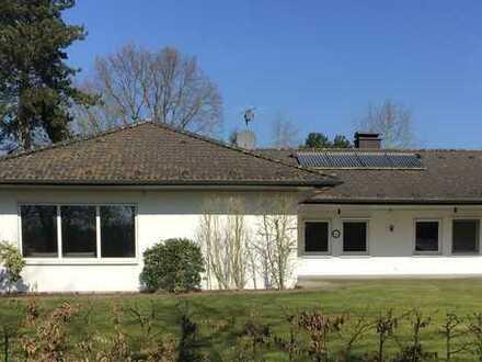 5 Zimmer Bungalow in bester und ruhiger Lage mit einem wunderschönen Grundstück