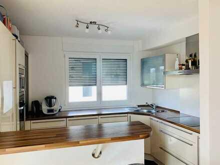 Hochwertige, modernisierte 3-Zimmer-Wohnung mit Balkon und Einbauküche in Karlsruhe