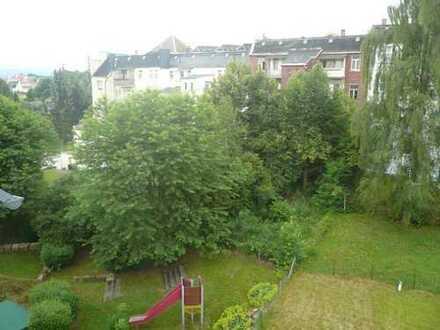 helle, geräumige und praktisch geschnittene 3-Raum-Wohnung mit Balkon