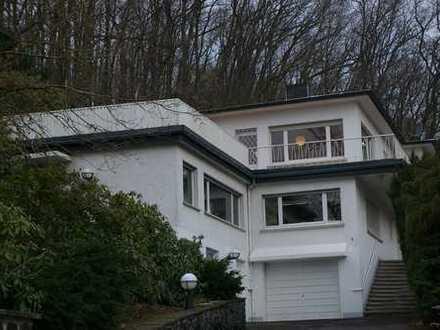 Tolles Zweifamilienhaus mit großem Waldgrundstück
