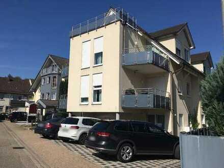 Schöne ruhige drei Zimmer Wohnung in Kämpfelbach-Bilfingen