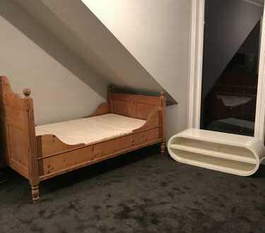 Gepflegte 1-Zimmer-DG-Wohnung mit Einbauküche in Mönchengladbach
