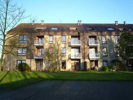 Gepflegte Wohnung mit zwei Zimmern sowie Balkon und EBK in Bremervörde