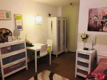 Schöne möblierte 1-Zimmer-DG-Wohnung mit Einbauküche in Bestlage