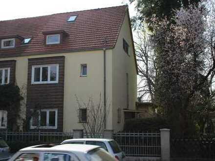 Schöne Doppelhaushälfte mit sechs Zimmern in Berlin, Zehlendorf