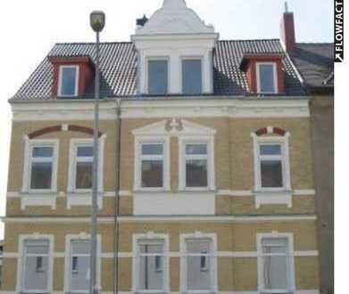 Sofort bezugsfrei: Lichtdurchflutete 3-Raum-Wohnung mit Balkon in saniertem Altbau in Weißenfels
