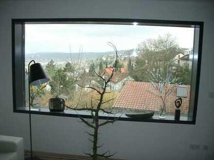 Exklusive, neuwertige 4-Zimmer-Hochparterre-Wohnung mit Balkon und Einbauküche.Aussichtsreich!