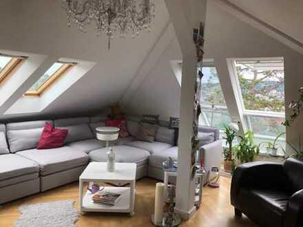 Nachmieter gesucht: Traumhafte loftartige und sonnige Dachgeschosswohnung mitten in Stuttgart West.