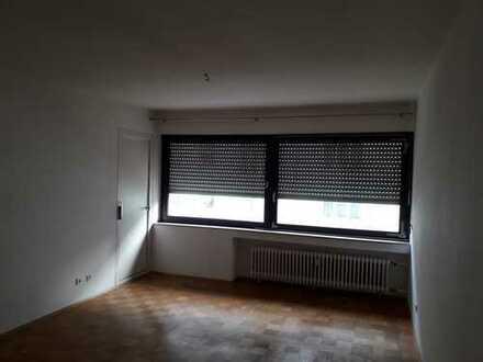 gepflegte 3-Zimmer-Wohnung mit Balkon und Einbauküche Stellplatz in Neu-Ulm (Kreis)