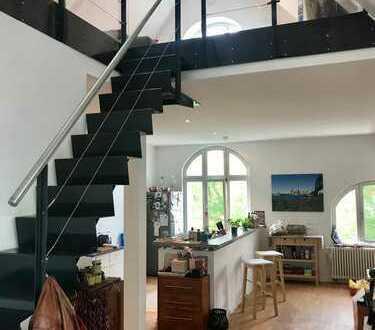 Stilvolle und exklusive Maisonette-Wohnung mit Balkon und EBK in Hannover-Waldhausen