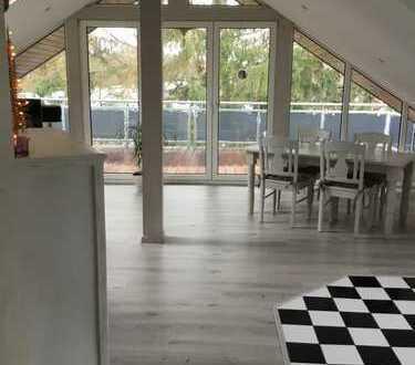 Modernisierte 4-Zimmer-Maisonette-Wohnung mit Balkon und Einbauküche in Neuwied (Kreis)