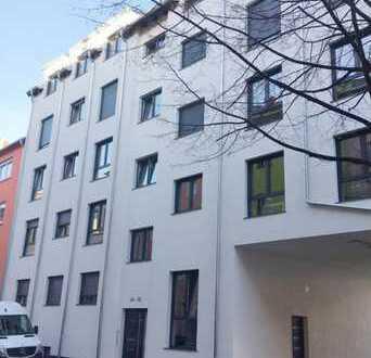 Neuwertige 3-Zimmer-Dachgeschosswohnung mit Balkon in Ludwigshafen